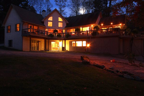 Cherry Ridge Retreat of Hocking Hills The Lake House night view