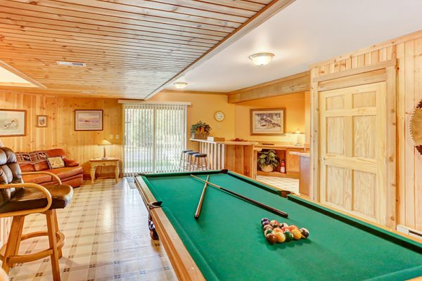 Cherry Ridge Retreat of Hocking Hills The Lake House pool table and rec area