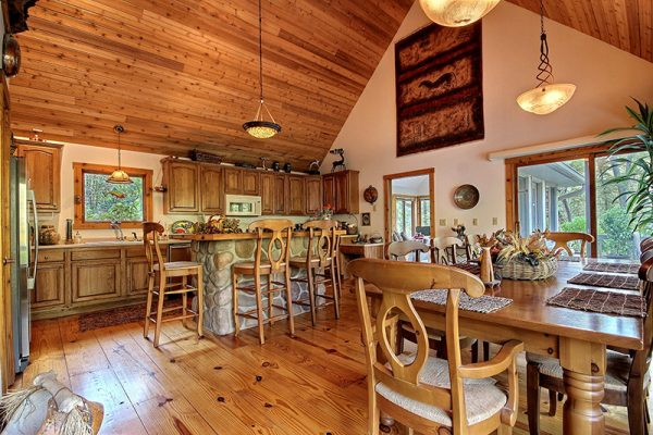 Cherry Ridge Retreat of Hocking Hills The Lake House kitchen and dining room
