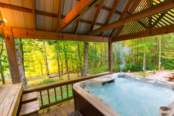 Cherry Ridge Retreat of Hocking Hills Stillwaters hot tub