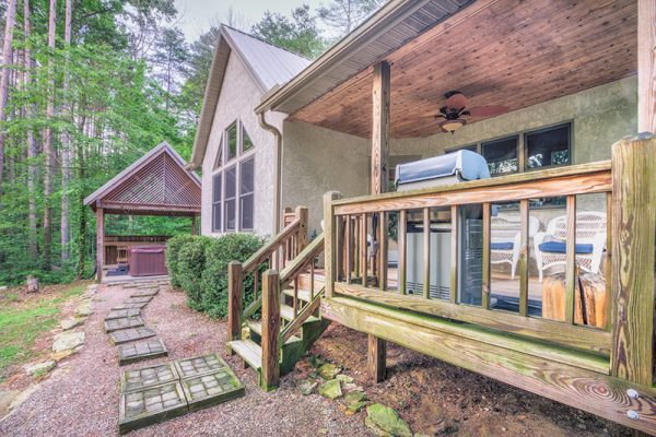 Cherry Ridge of Hocking Hills Waters Edge outdoor porch