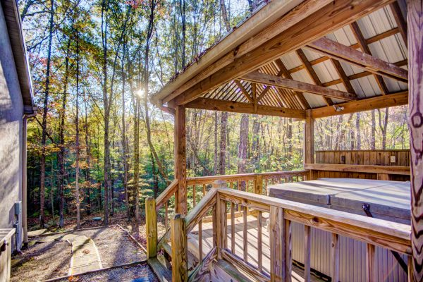 Cherry Ridge of Hocking Hills Whispering Pine outdoor hot tub