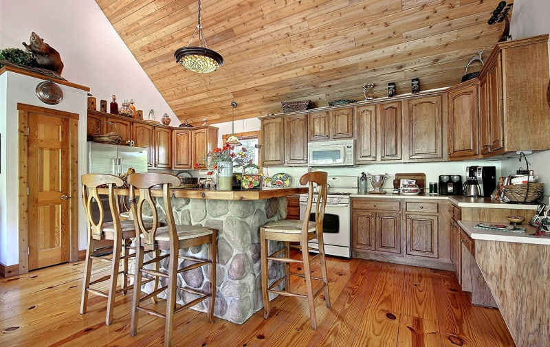 the lake house kitchen at cherry ridge retreat of hocking hills