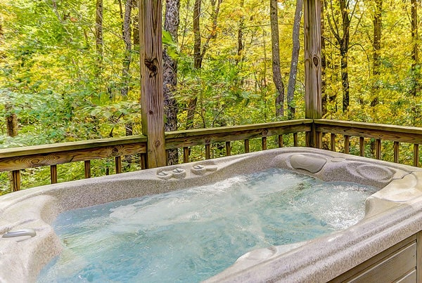 ravines edge luxury cabin jacuzzi at Cherry ridge retreat of hocking hills