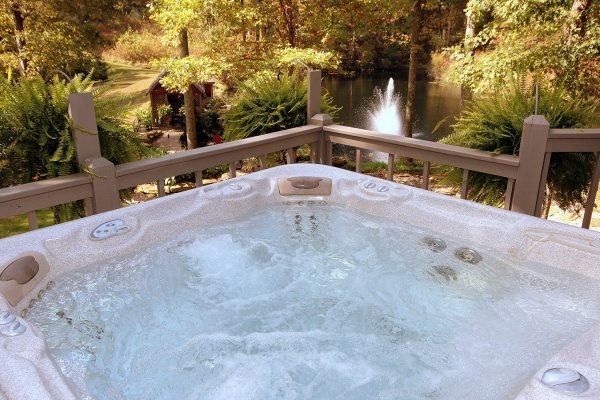 The Lake House Cabin in Hocking Hills Hot Tub