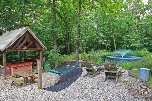 Whispering Pines Hocking Hills Cabin with Hammock, Hot Tub and Fountain