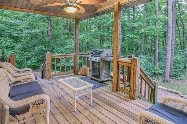 Waters Edge Luxury Cabin in Hocking Hills Deck
