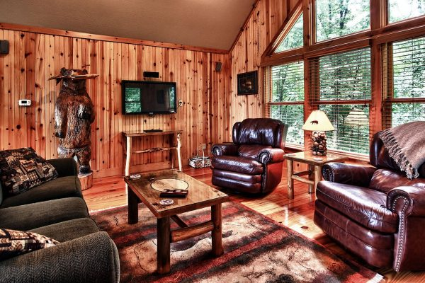 Ravine Ridge Cabin Hocking Hills Interior seating area