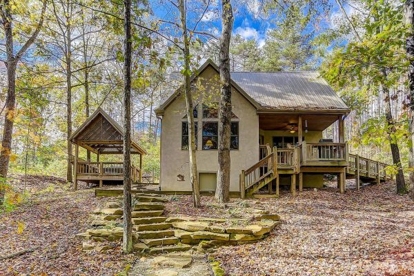 Whispering Pines Hocking Hills Cabin Exterior