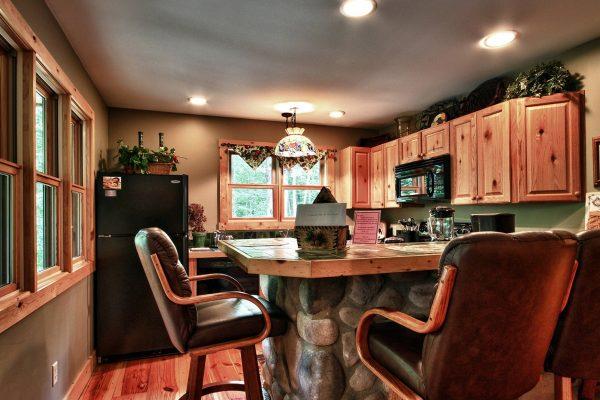 Waters Edge Luxury Cabin in Hocking Hills Kitchen