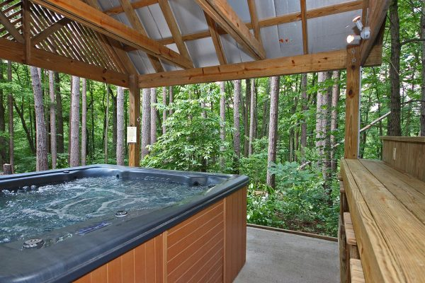 Waters Edge Luxury Cabin in Hocking Hills Hot Tub