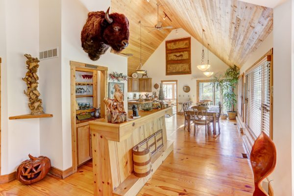 The Lake House Cabin in Hocking Hills Bar leading into kitchen