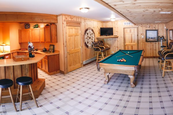 The Lake House Cabin in Hocking HillsRecreation room in the Lake House