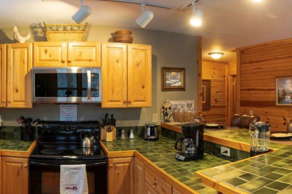 Oak Ridge Luxury Romantic Cabin Kitchen