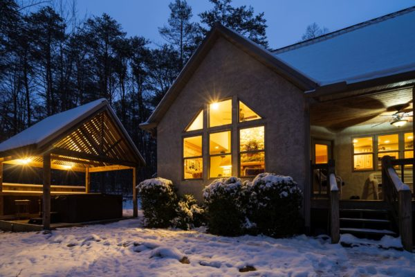 Waters Edge Luxury Family Cabin Exterior Winter