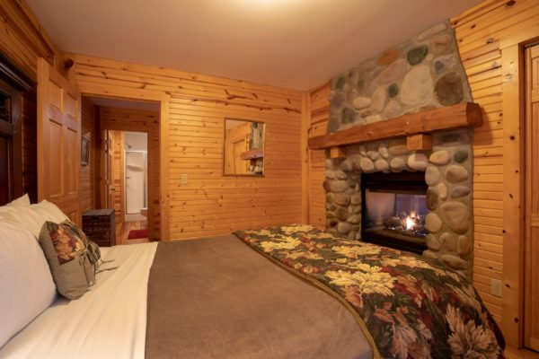 Waters Edge Luxury Family Cabin Bedroom